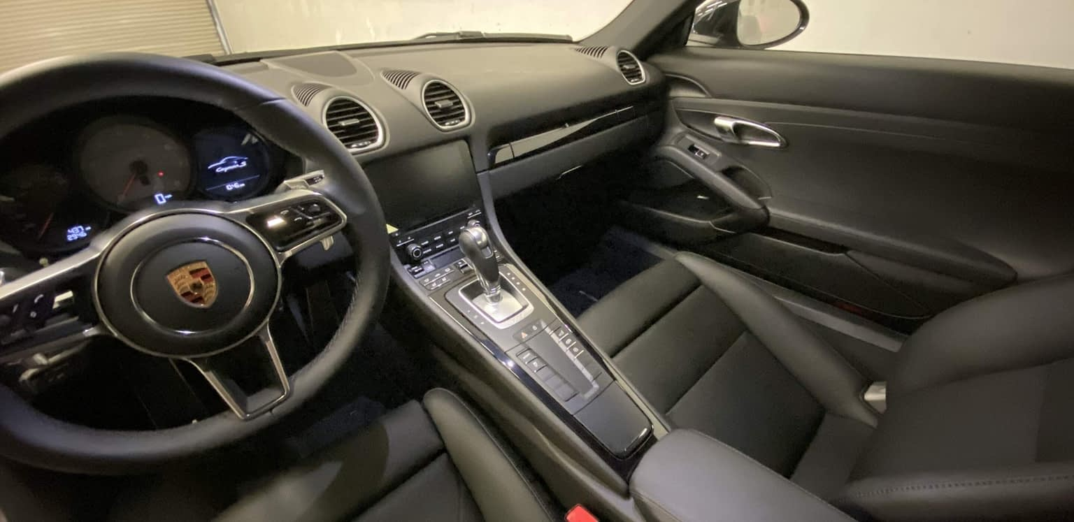 Porsche 718 2019 CAYMAN S seats